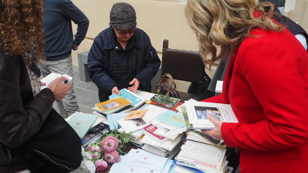 distribuzione libri di poesia Premio Letterario Camaiore