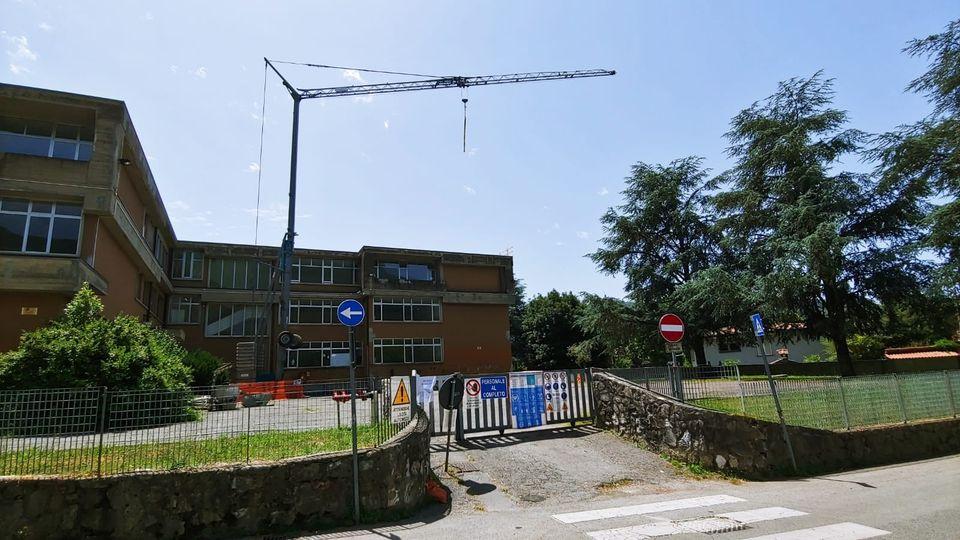 """Rimozione dell'eternit alla Scuola secondaria di primo grado """"Ermenegildo Pistelli"""" dal 1 a 3 luglio"""