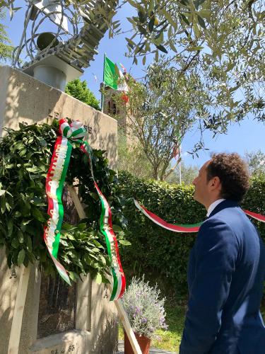 Cerimonia ristretta e  monumenti illuminati per le celebrazioni del 75° anniversario della Liberazione