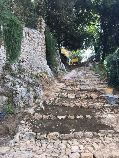 In via di completamento la riqualificazione del percorso pedonale Corte del Ristoro a Greppolungo