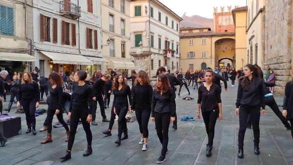 Flash mob per celebrare la Giornata Internazionale per l'eliminazione della violenza contro le donne 2018 - il video