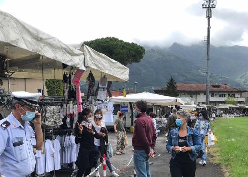 Primo giorno di mercato settimanale allo Stadio Comunale di Camaiore
