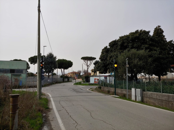 Semaforo posizionato all'incrocio tra via Macchia Monteggiorini e via del Paduletto